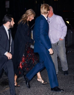 Taylor Swift diam-diam Support Joe Alwyn